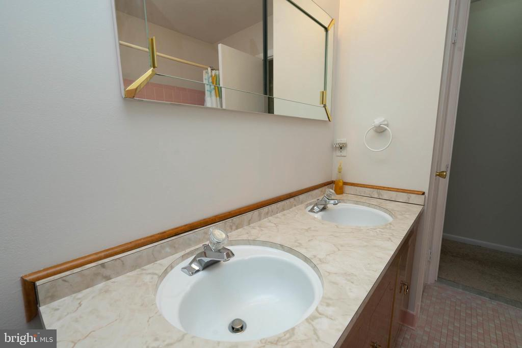 Bathroom - 6001 SHERBORN LN, SPRINGFIELD