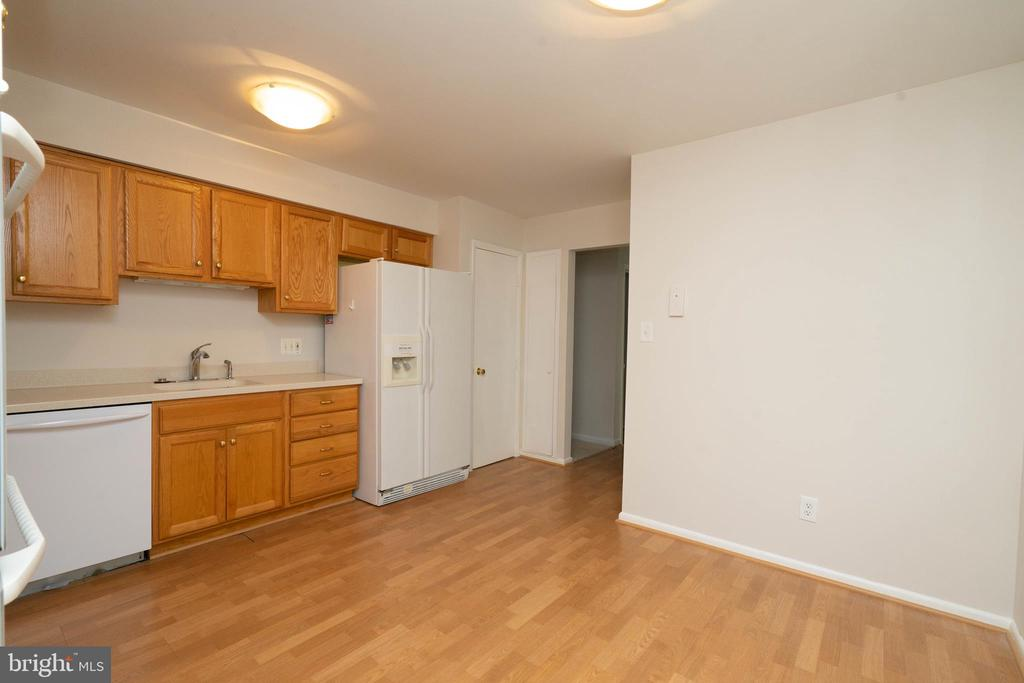 Kitchen - 6001 SHERBORN LN, SPRINGFIELD