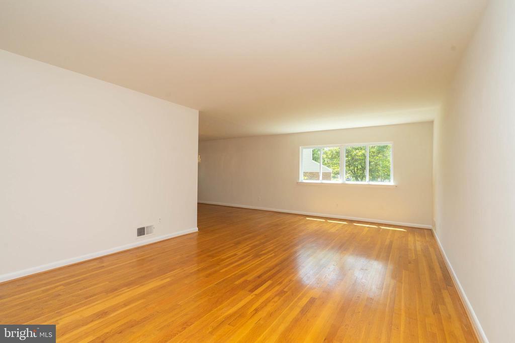 Living Room - 6001 SHERBORN LN, SPRINGFIELD
