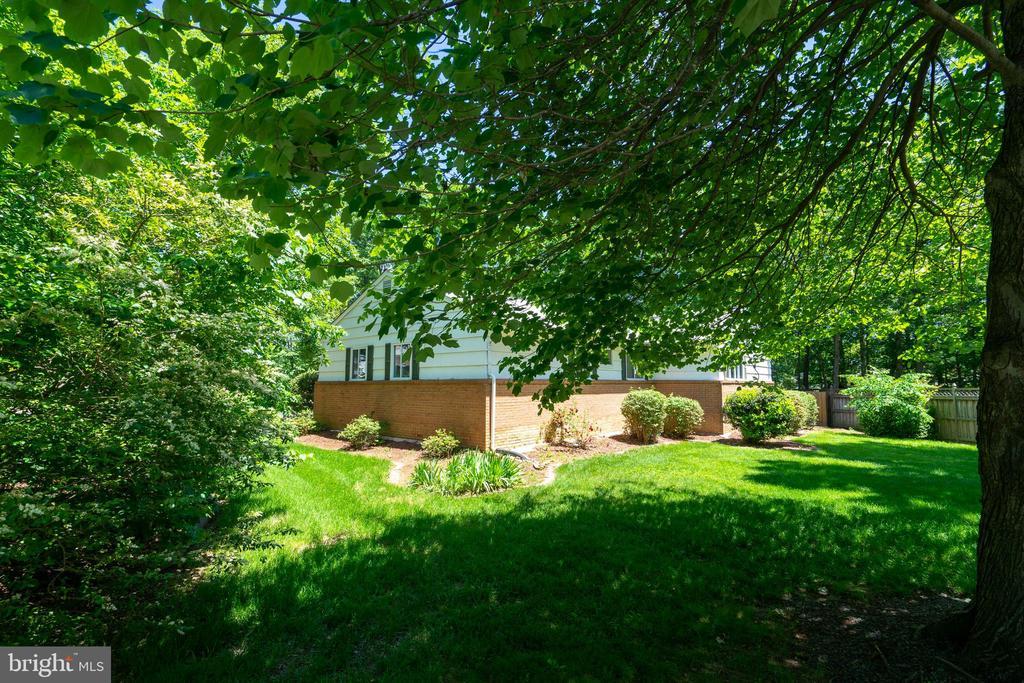 Beautiful Landscape - 6001 SHERBORN LN, SPRINGFIELD
