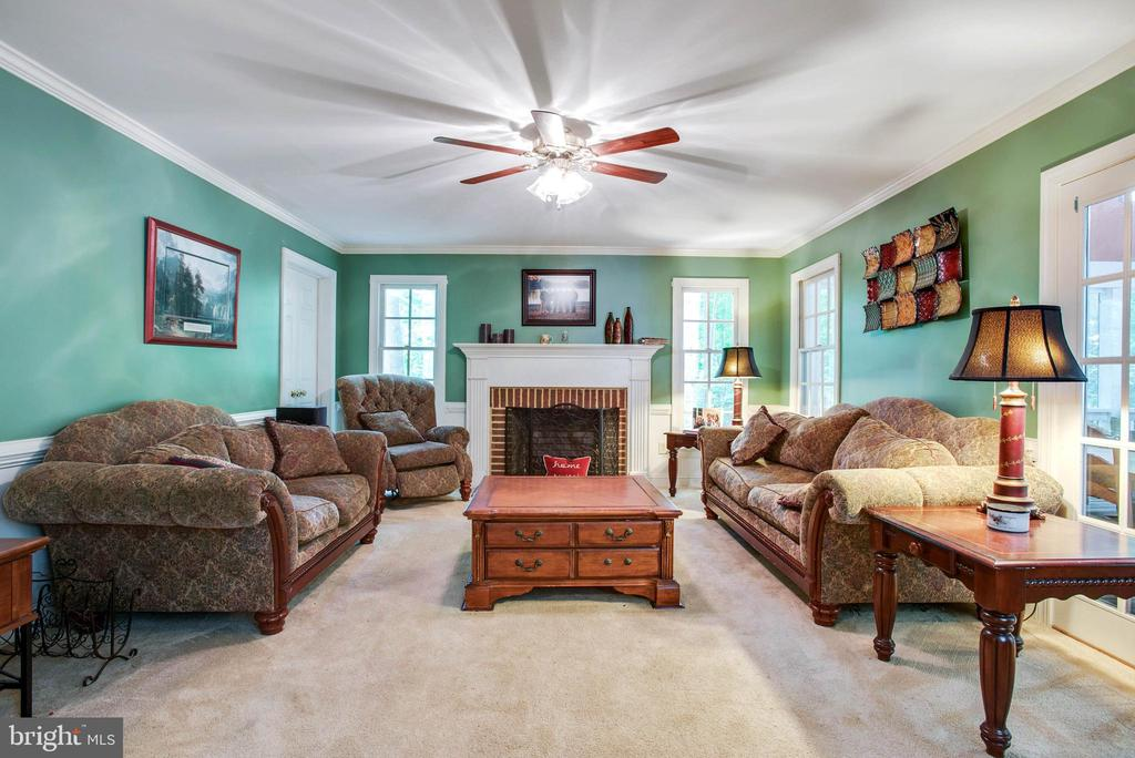 Cozy fireplace - 9600 TREEMONT LN, SPOTSYLVANIA