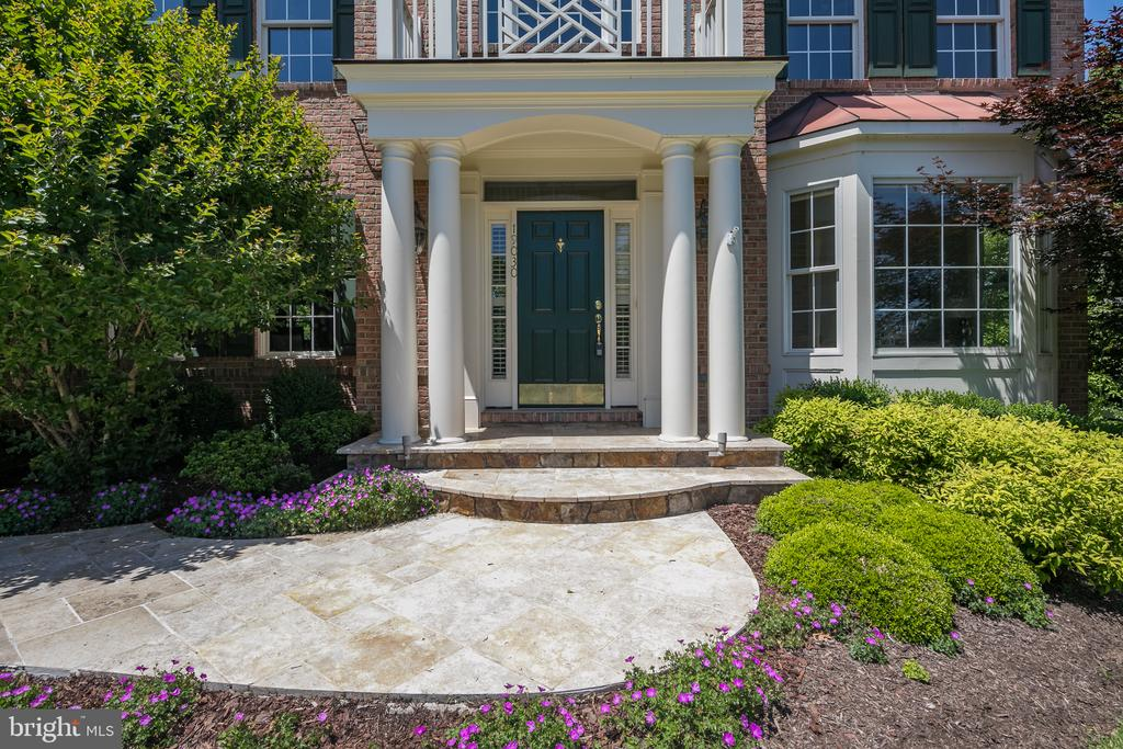 Beautiful updated hardscaping in your entry - 19030 COTON FARM CT, LEESBURG