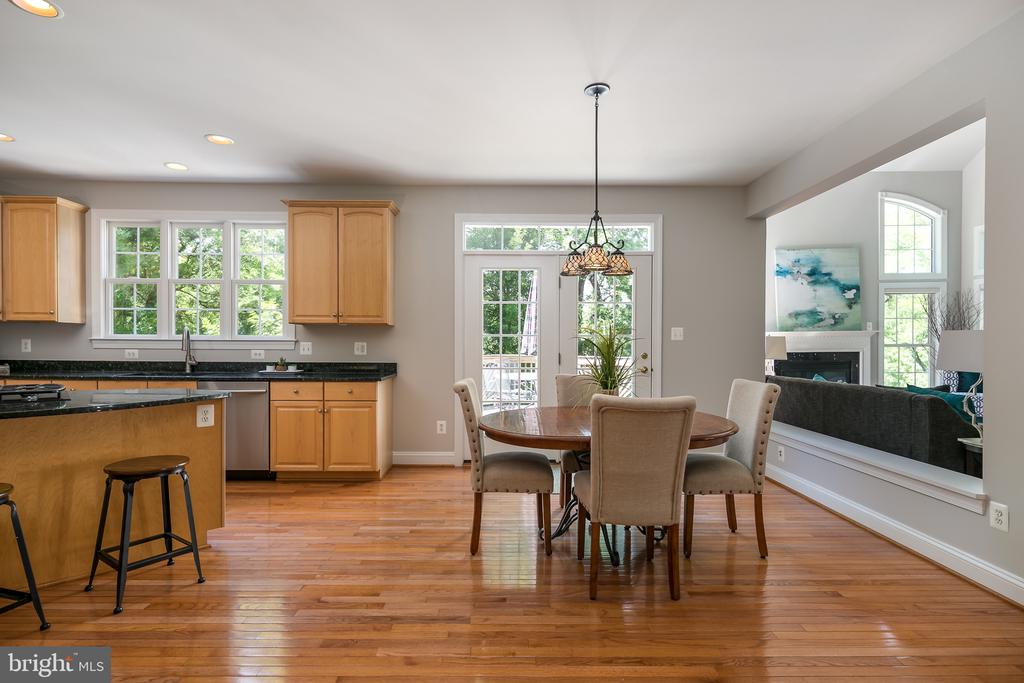 Kitchen opens into family room - 19030 COTON FARM CT, LEESBURG