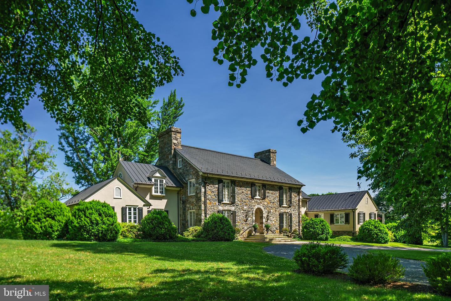 Single Family for Sale at 22876 Foxcroft Rd Middleburg, Virginia 20117 United States