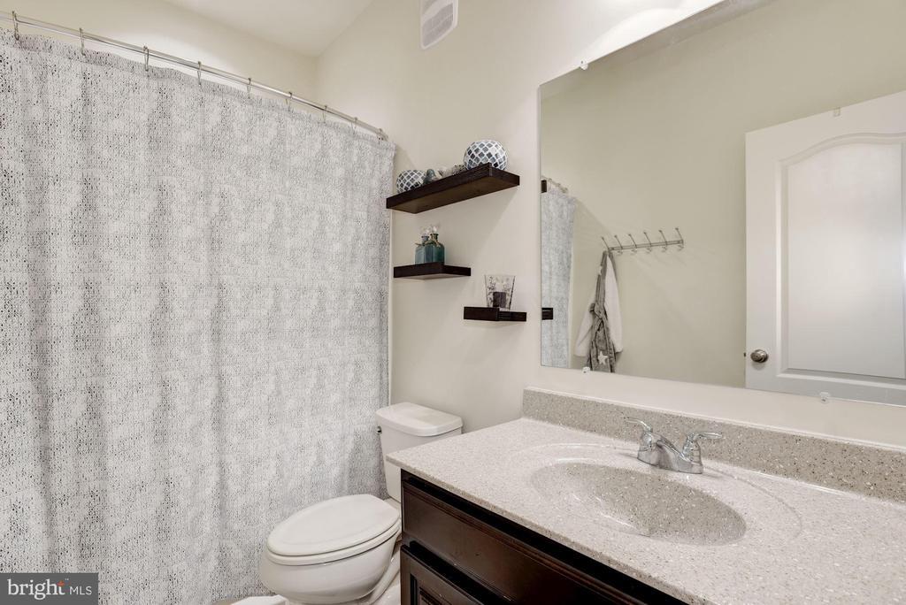 Full Bathroom - 43166 WEALDSTONE TER, ASHBURN