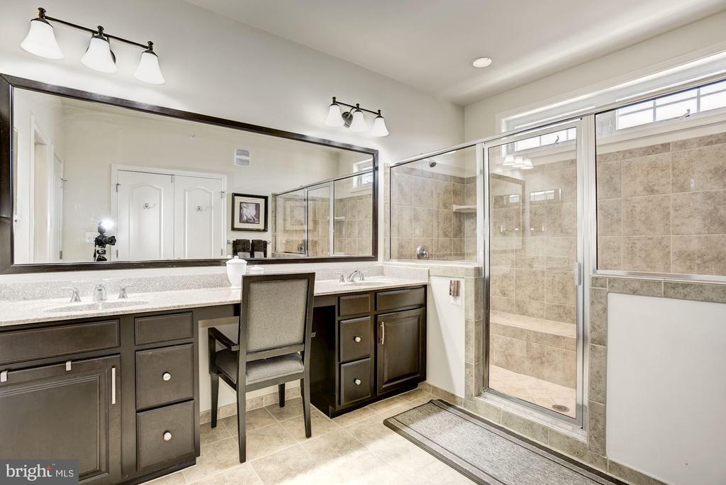 Master Bathroom - 43166 WEALDSTONE TER, ASHBURN