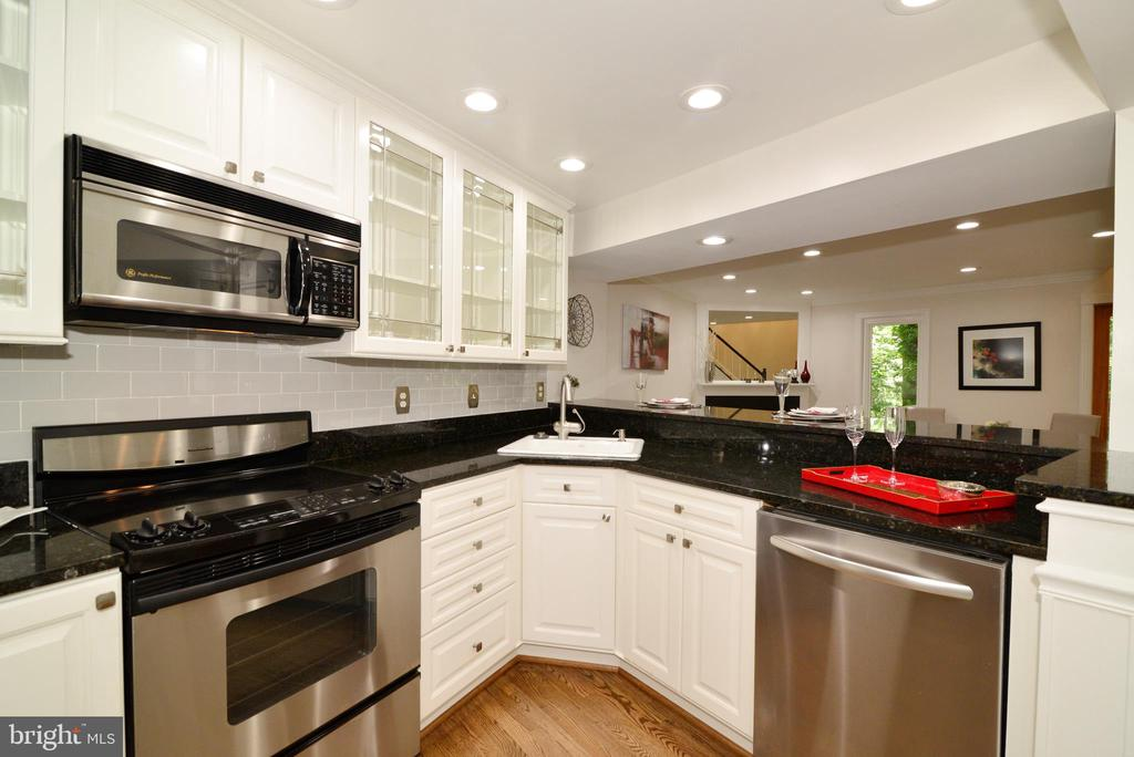 Stainless steel appliances - 11296 SILENTWOOD LN, RESTON