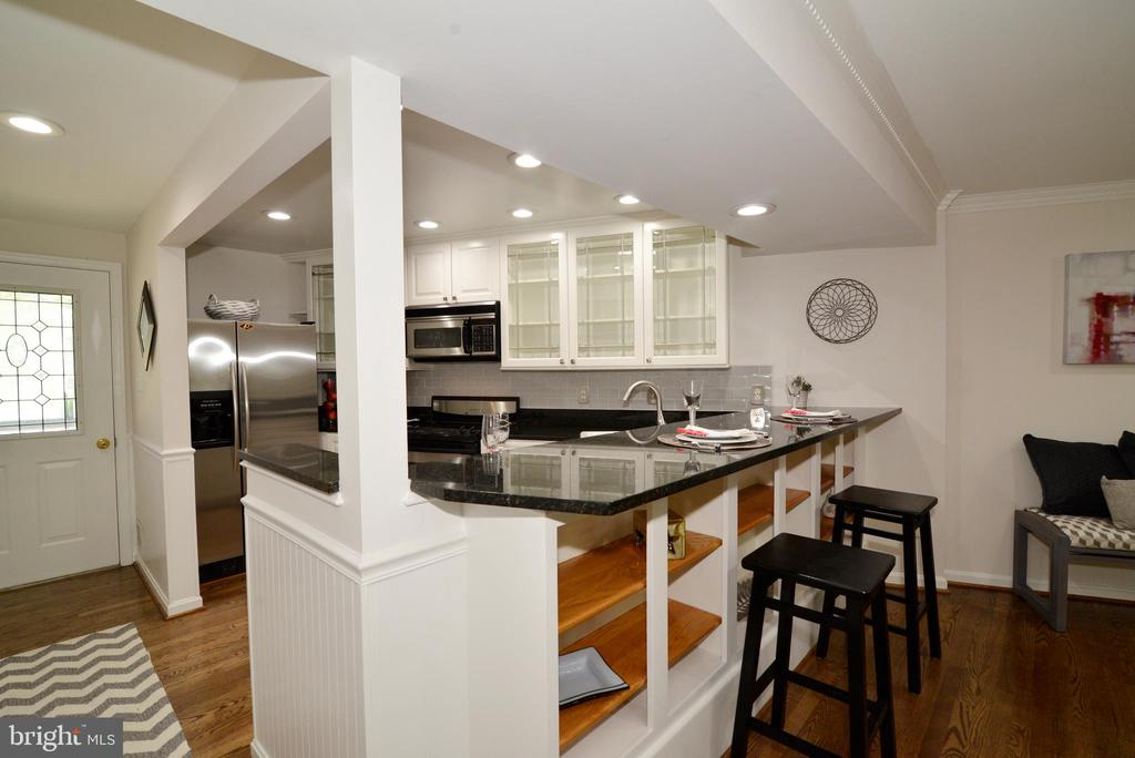 Breakfast bar - 11296 SILENTWOOD LN, RESTON