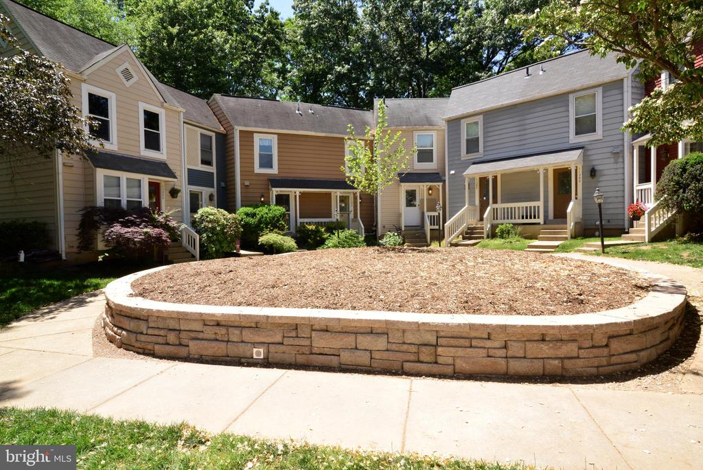Newly built front yard planter - 11296 SILENTWOOD LN, RESTON