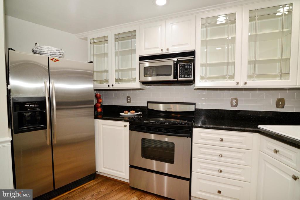 Kitchen counters and glass cabinets - 11296 SILENTWOOD LN, RESTON
