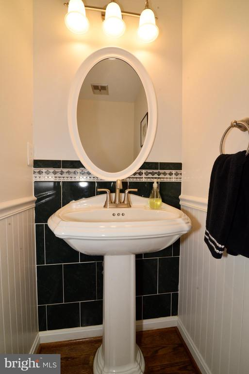 Powder room - 11296 SILENTWOOD LN, RESTON