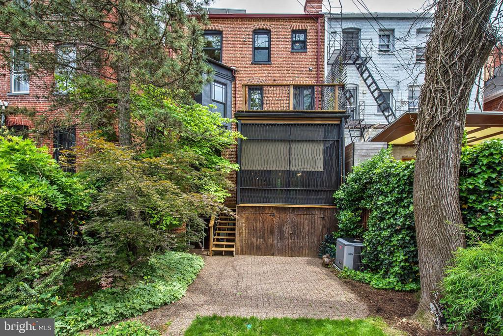 Fully Organic Garden/ Yard Maintenance - 2506 CLIFFBOURNE PL NW, WASHINGTON