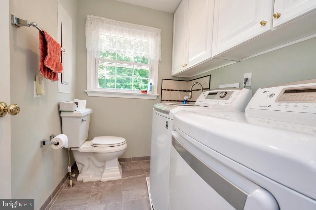 Beautiful laundry room with washer&dryer - 612 LENDALL LN, FREDERICKSBURG