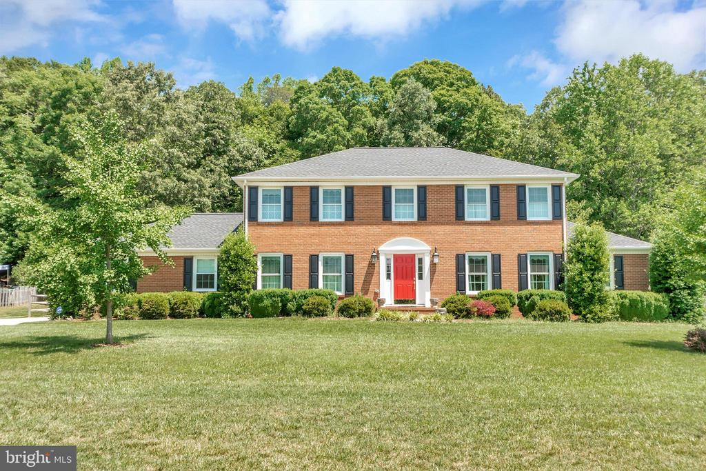 Stunning home. Everything  was recently upgraded - 612 LENDALL LN, FREDERICKSBURG