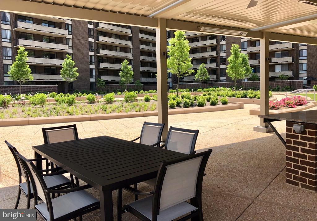 Area of the outdoor kitchen - 1800 OLD MEADOW RD #606, MCLEAN