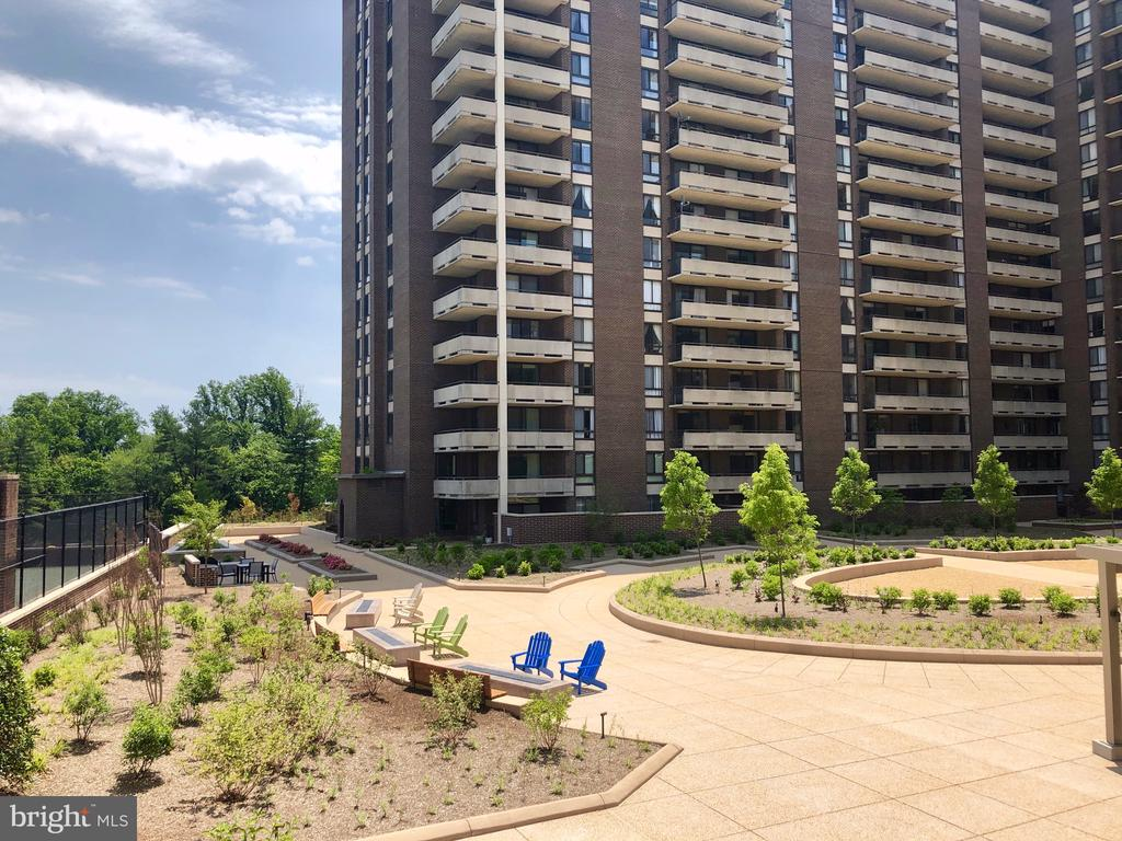 Enjoy the Firepits - 1800 OLD MEADOW RD #606, MCLEAN