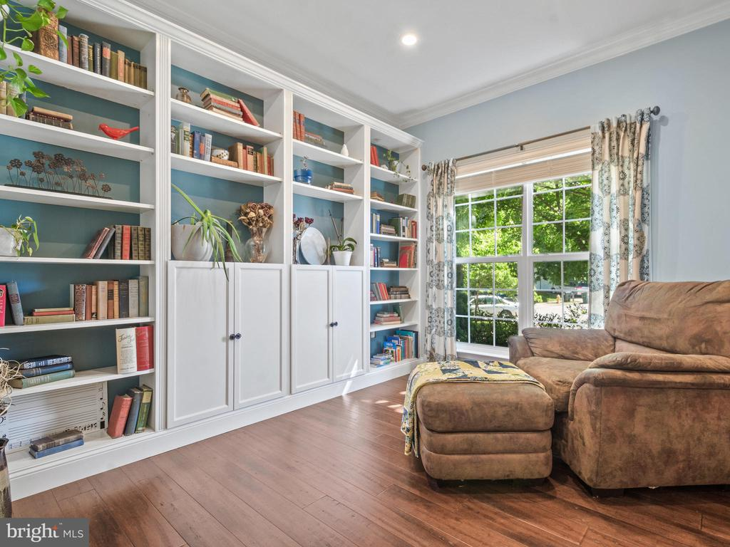 Living Room with built-in Book Shelves - 15528 BOAR RUN CT, MANASSAS