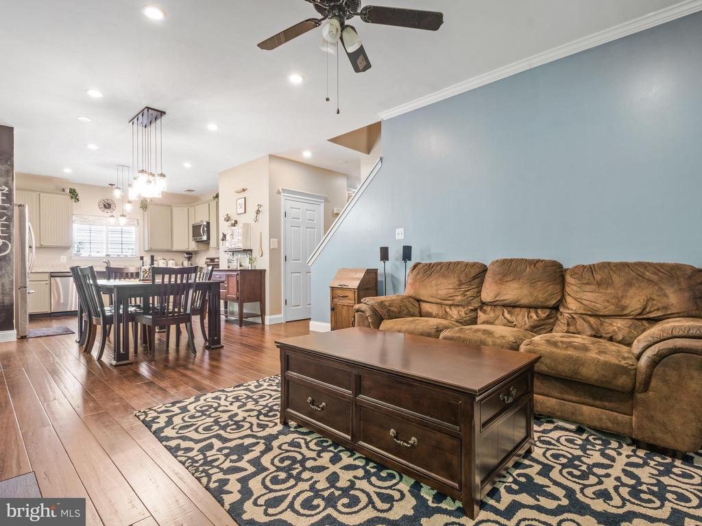 Family Room Open to Kitchen/DDining - 15528 BOAR RUN CT, MANASSAS