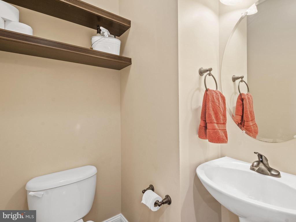Main Level Half Bath - 15528 BOAR RUN CT, MANASSAS