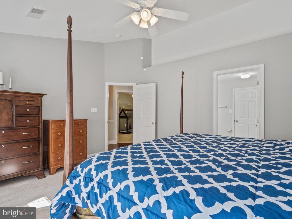 Master Bedroom - 15528 BOAR RUN CT, MANASSAS