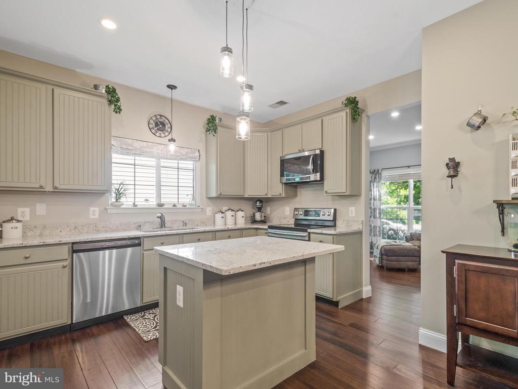 Kitchen with Granite Counter Tops - 15528 BOAR RUN CT, MANASSAS