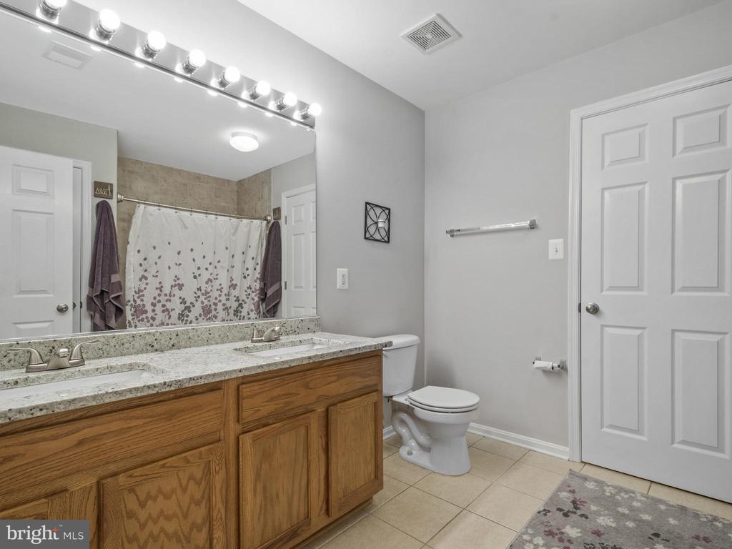 Master Bath with New Granite Vanity Top - 15528 BOAR RUN CT, MANASSAS