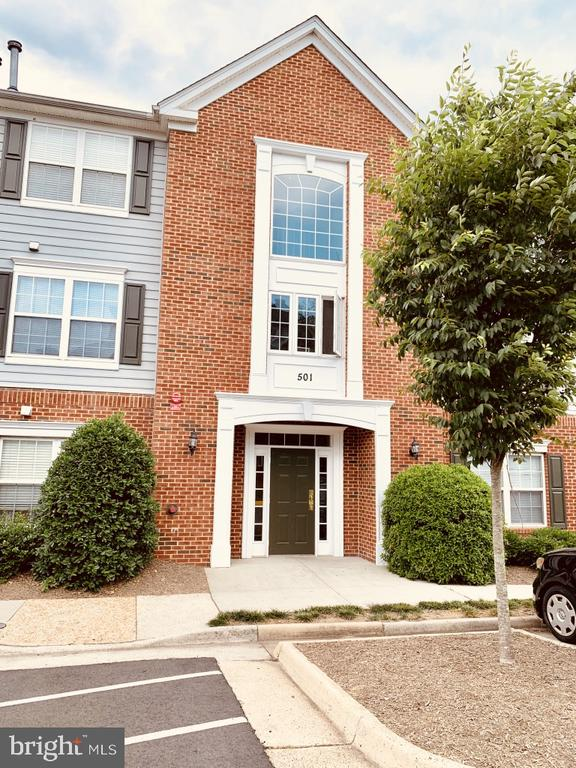 Welcome home to 501 Constellation Sq - 501 CONSTELLATION SQ SE #C, LEESBURG
