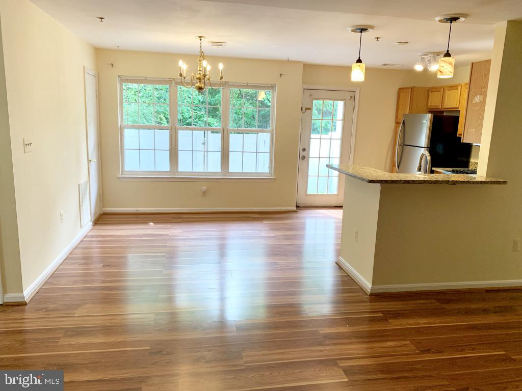 New floors throughout. Lots of natural light! - 501 CONSTELLATION SQ SE #C, LEESBURG