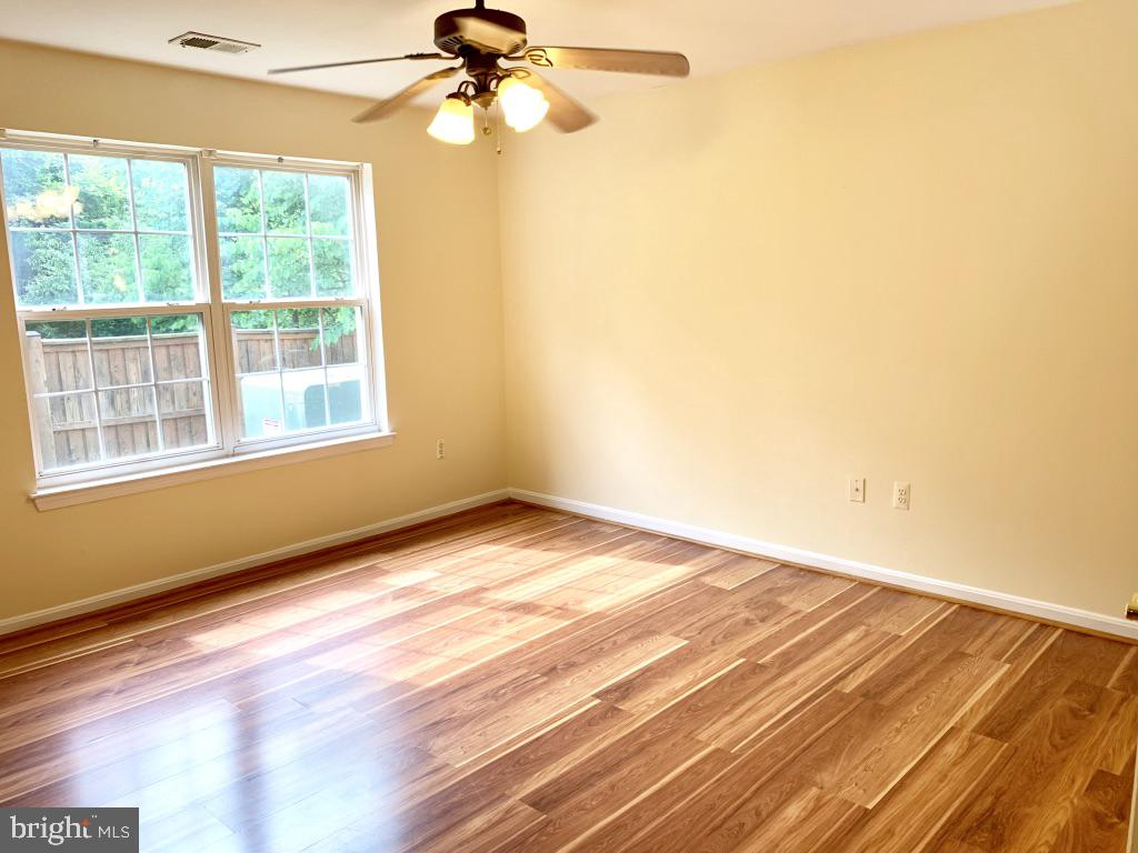 Spacious bright master bedroom with ensuite - 501 CONSTELLATION SQ SE #C, LEESBURG