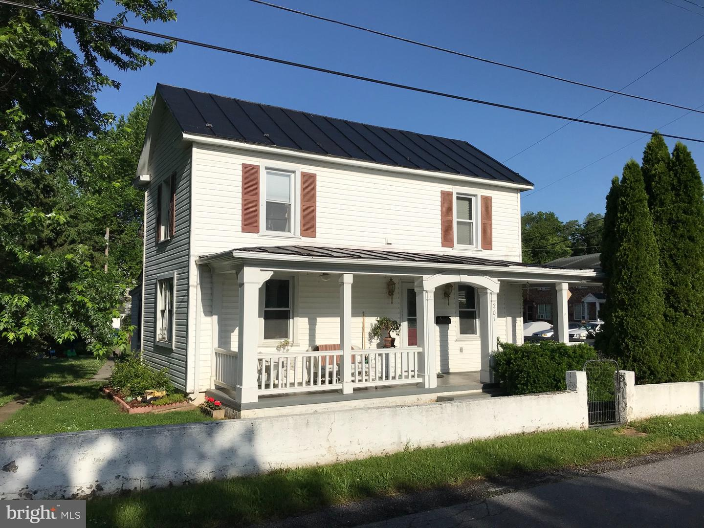 Single Family for Sale at 301 Front St Front Royal, Virginia 22630 United States