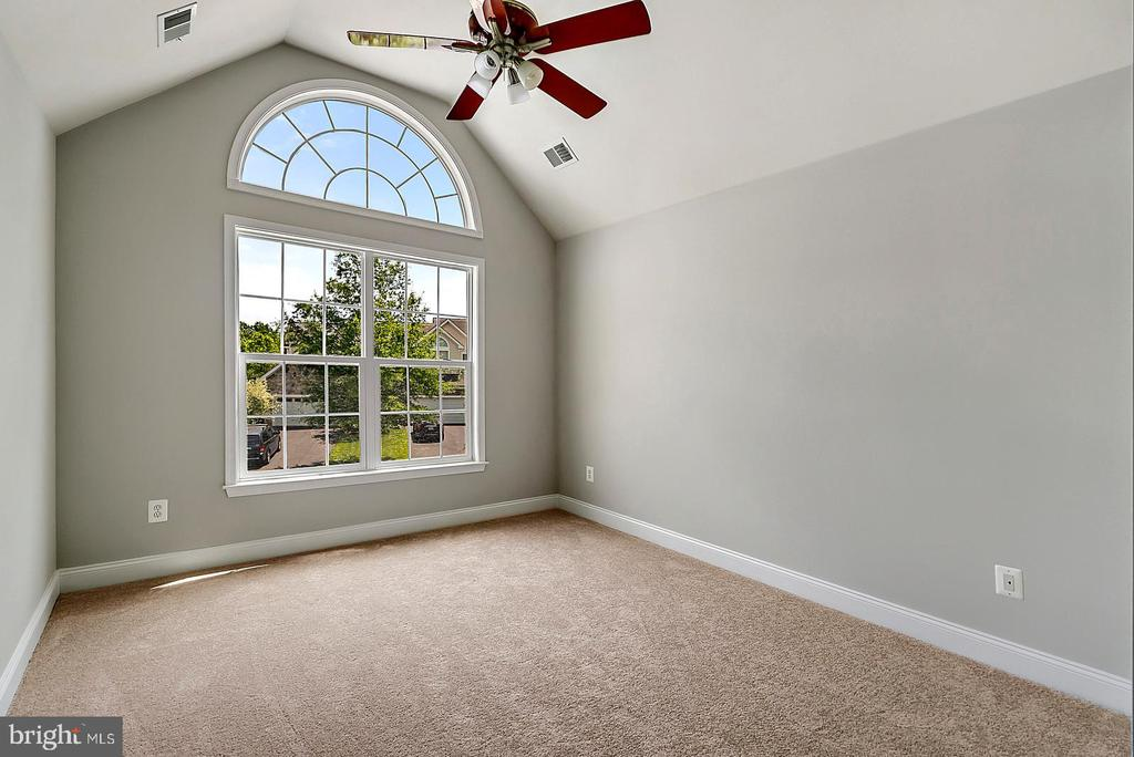 Third Bedroom with Palladian-style Window - 19883 NAPLES LAKES TER, ASHBURN
