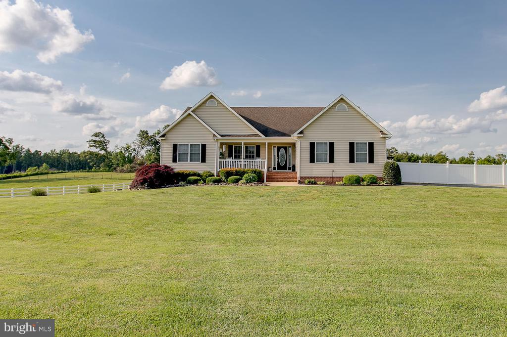 Beautiful ranch style home with front porch - 9315 PAIGE RD, WOODFORD