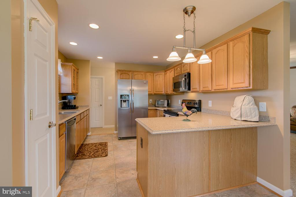 Large kitchen with plenty of cupboards - 9315 PAIGE RD, WOODFORD