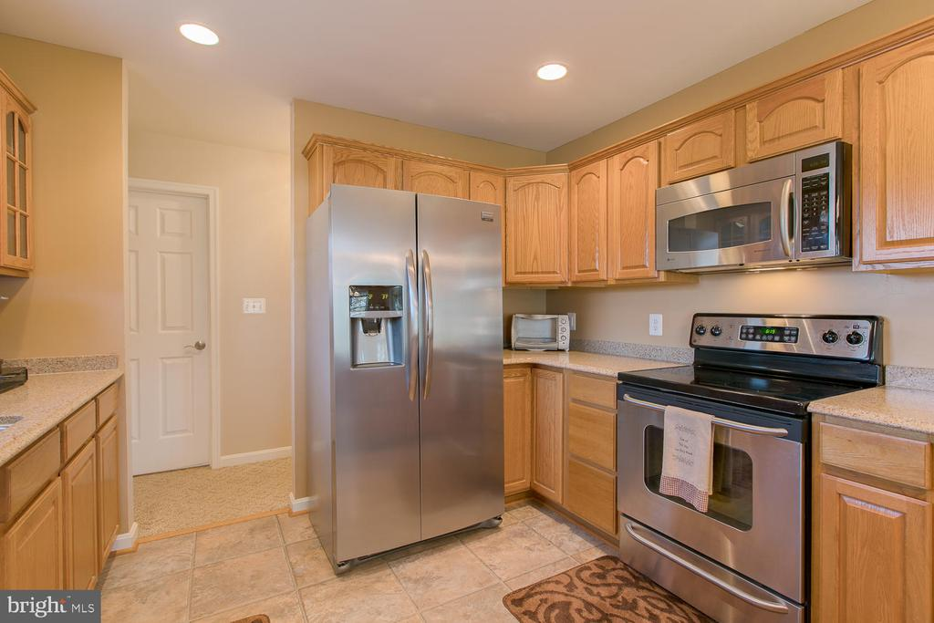 Stainless appliances - 9315 PAIGE RD, WOODFORD