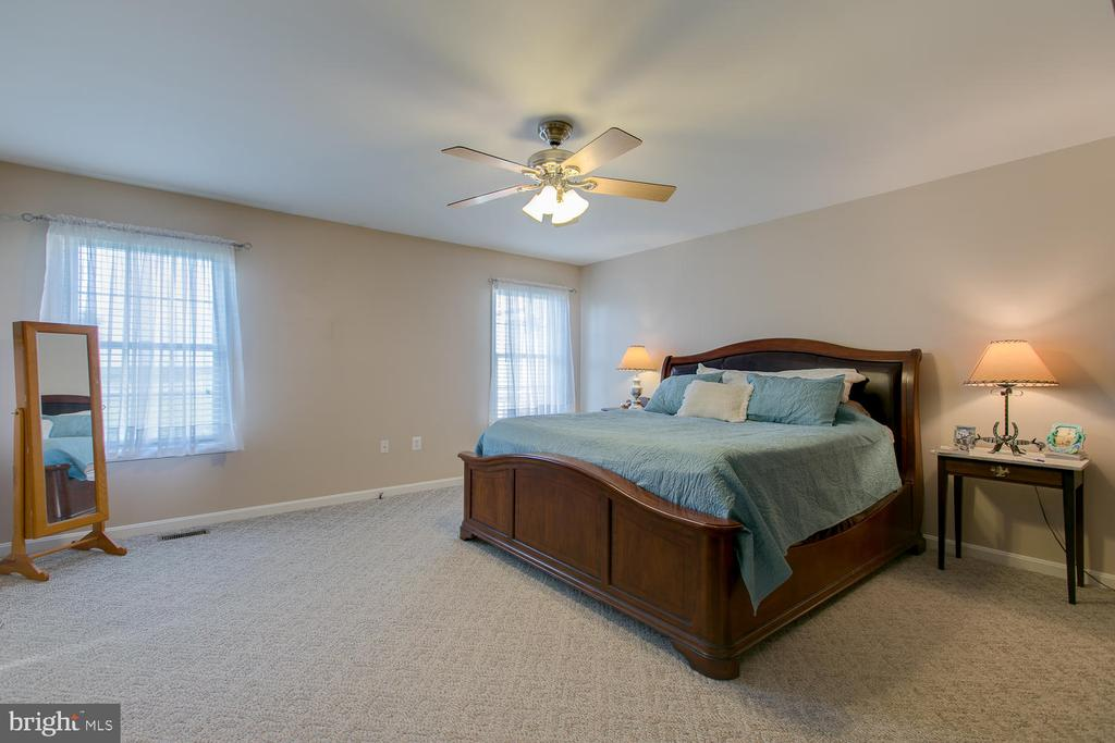 Master suite with walk in closet - 9315 PAIGE RD, WOODFORD