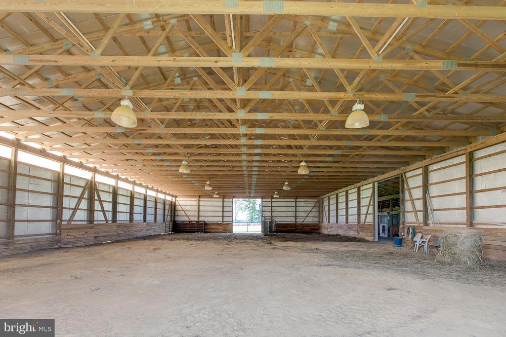 Extraordinary riding rink - 9315 PAIGE RD, WOODFORD