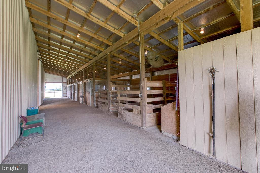 Barn also has a tack room - 9315 PAIGE RD, WOODFORD