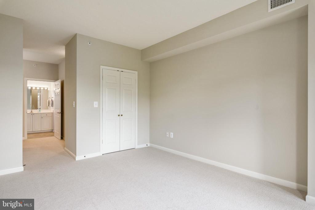 Two walk-in closets in Master - 19350 MAGNOLIA GROVE SQ #207, LEESBURG