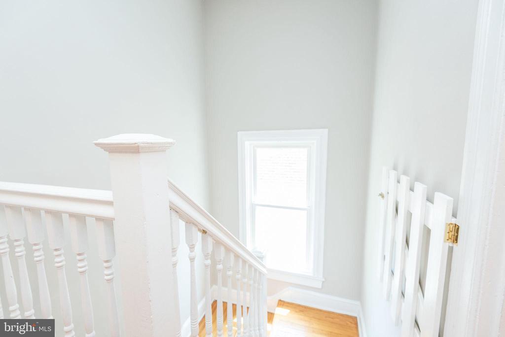 Stairs - 2952 MILLS AVE NE, WASHINGTON