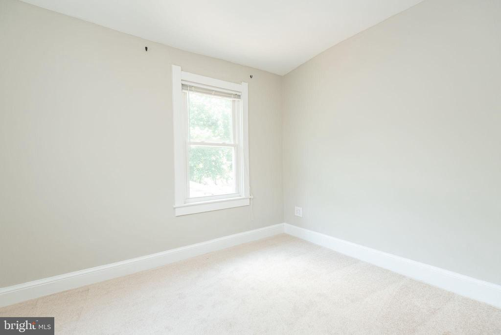 Upper Level - Bedroom 1 of 4 - 2952 MILLS AVE NE, WASHINGTON