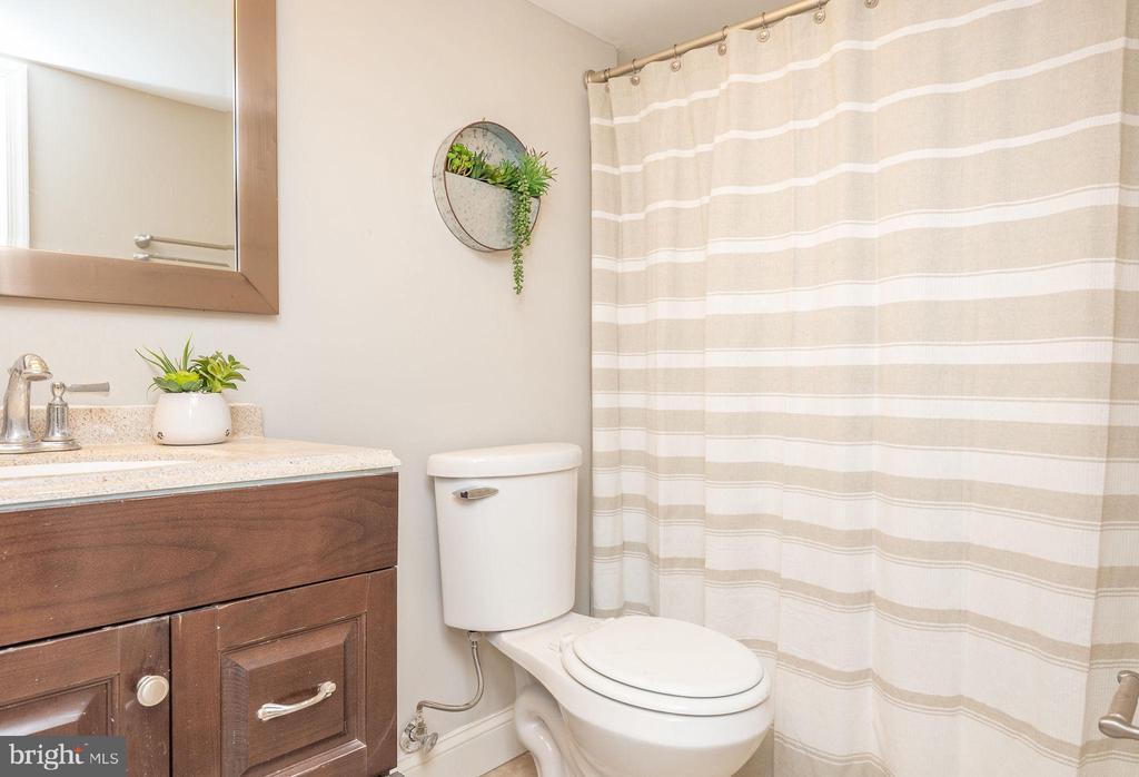 Lower Level Full Bath - 2952 MILLS AVE NE, WASHINGTON
