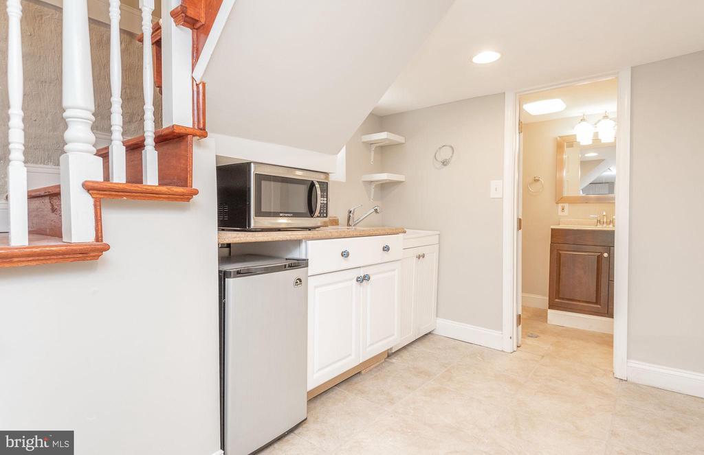 Lower Level Kitchenette - 2952 MILLS AVE NE, WASHINGTON