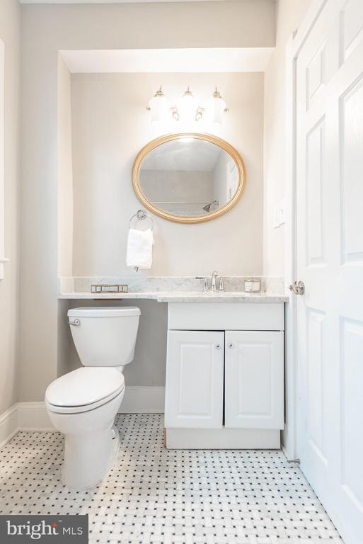 Upper Level - Full Bath - 2952 MILLS AVE NE, WASHINGTON