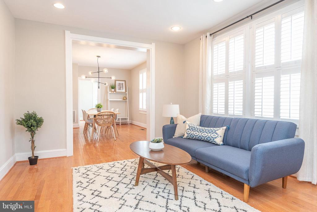 Main Level - Living Room - 2952 MILLS AVE NE, WASHINGTON
