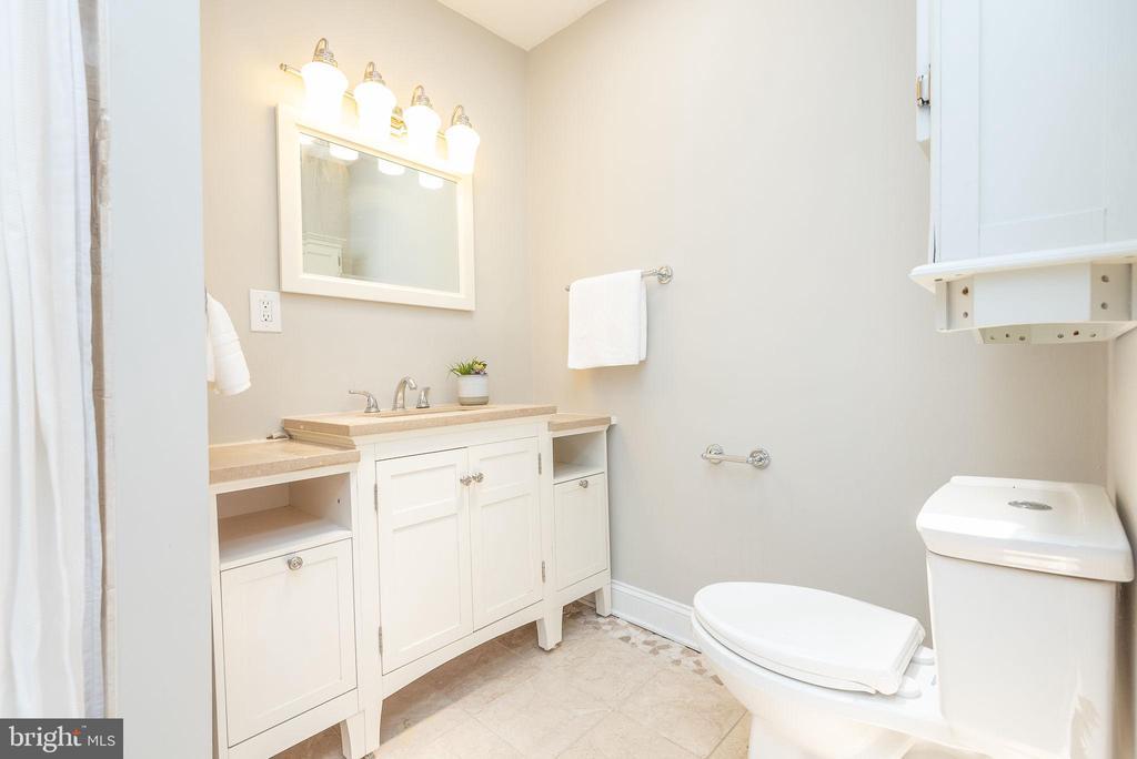 Upper Level - Master En Suite Bath - 2952 MILLS AVE NE, WASHINGTON
