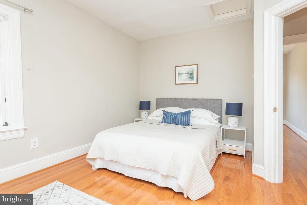 Upper Level - Master Bedroom - 2952 MILLS AVE NE, WASHINGTON