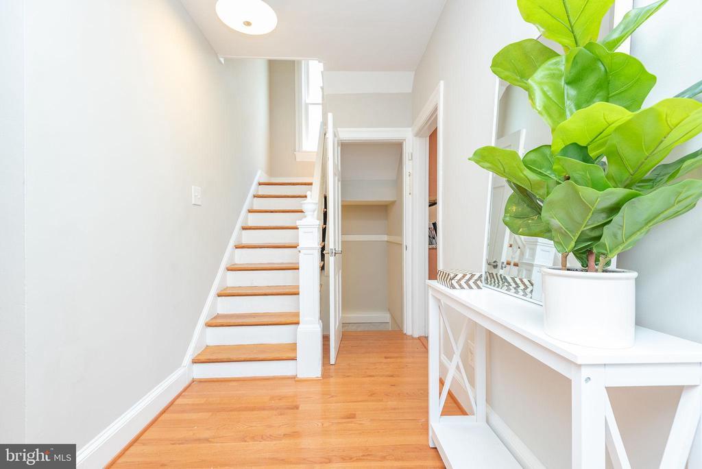Main Level - Foyer - 2952 MILLS AVE NE, WASHINGTON