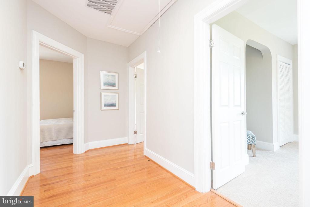 Upper Level - Hallway - 2952 MILLS AVE NE, WASHINGTON