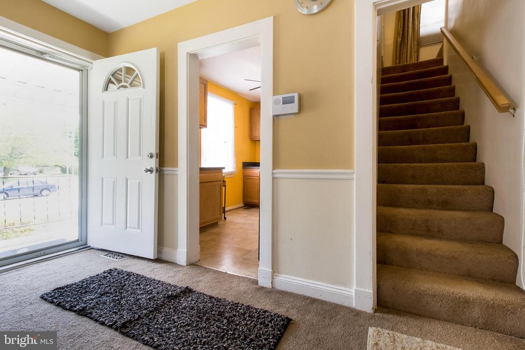 Hall View - 6806 MARIANNE DR, MORNINGSIDE