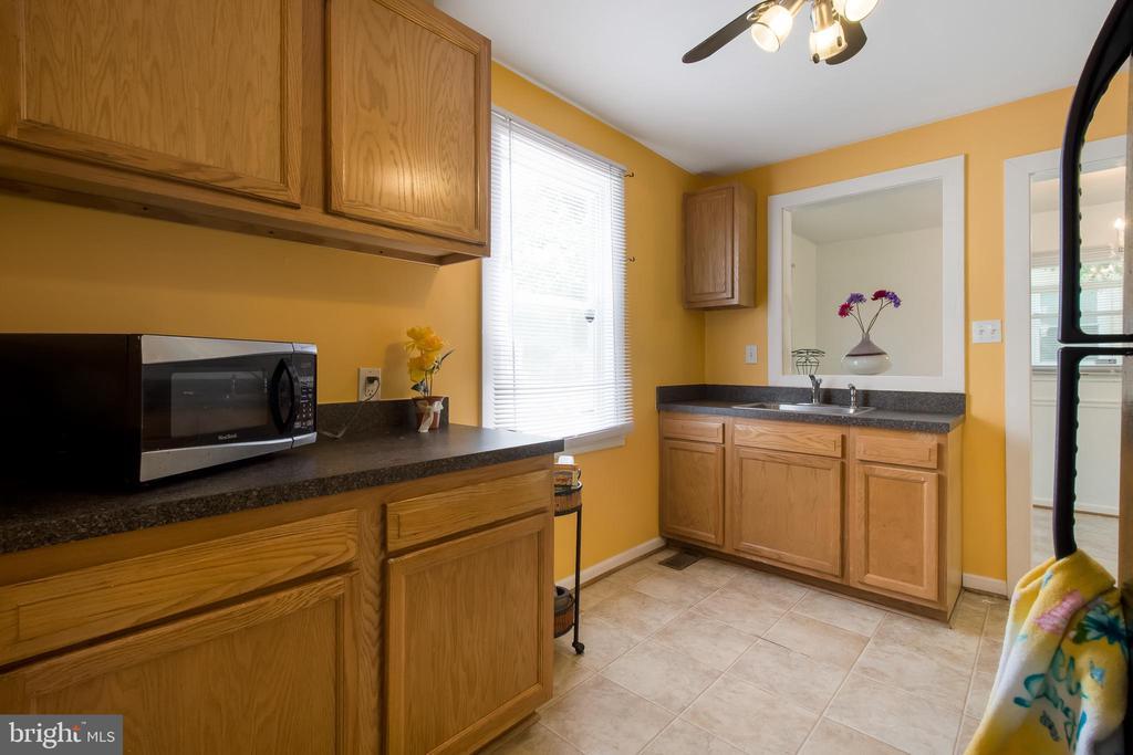 Kitchen - 6806 MARIANNE DR, MORNINGSIDE